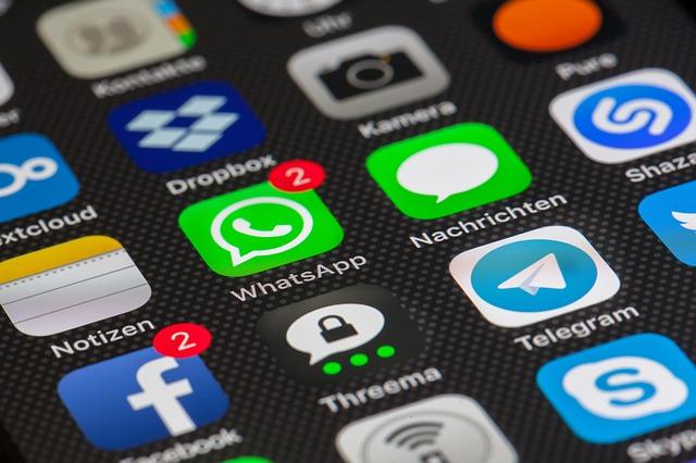 App spia per messaggi WhatsApp: come funzionano, costi e rischi